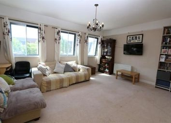 2 bed flat to let in Market Place