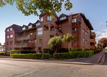 1 The Esplanade, Canford Cliffs, Poole BH13. 3 bed flat