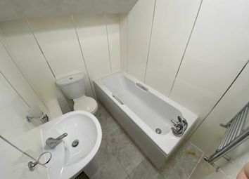 3 bed flat to rent in Wellington Road, Fallowfield, Manchester M14