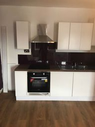 2 bed flat to rent in Oaks Lane, Ilford IG2