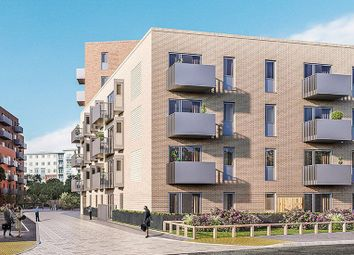 Thumbnail 2 bed flat to rent in Petersfield Avenue, Slough