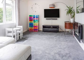 Thumbnail 2 bedroom flat for sale in Meadway Court, Brighton