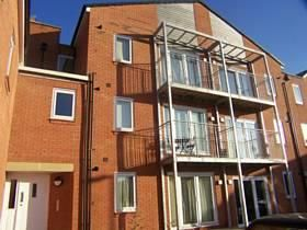 Thumbnail 2 bed flat to rent in Waverley Street, Oldham