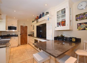 Beresford Hill, Boughton Monchelsea, Maidstone, Kent ME17. 4 bed detached house