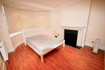 Room to rent in Palace Court Gardens, London N10