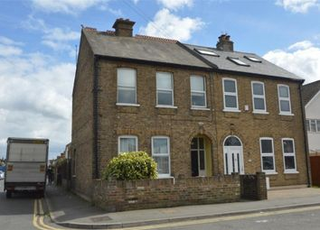 2 bed maisonette to rent in Meadfield Road, Slough SL3