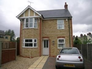 Thumbnail 2 bed detached house to rent in Green Lane, Hitchin