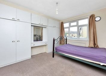 Thumbnail Room to rent in Ballogie Avenue, London