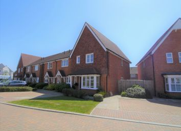 3 bed end terrace house to rent in Highwood Crescent, Horsham RH12