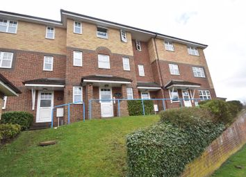 2 bed flat to rent in Earls Meade, Luton LU2