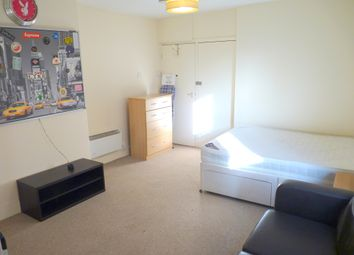 Thumbnail Studio to rent in Narbonne Avenue, London