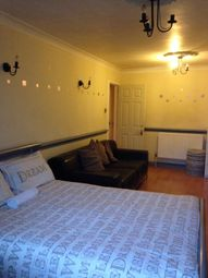 Thumbnail Room to rent in Clovelly Way, Jamaica Street, London