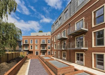 Landmark Court, 30 Queens Road, Weybridge, Surrey KT13. 2 bed flat for sale