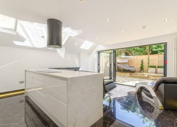 Thumbnail 2 bedroom flat for sale in Wandsworth Bridge Road, Fulham