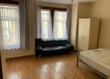 3 bed flat to rent in Mcdonald Road, Walthamstow E17