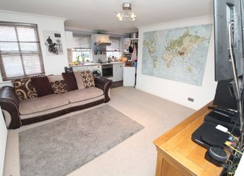 2 bed flat for sale in North Square, Newport Pagnell, Buckinghamshire MK16