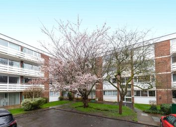 2 bed maisonette to rent in Petworth Court, Bath Road, Reading, Berkshire RG1