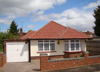 3 bed bungalow to rent in Dalewood Gardens, Worcester Park KT4
