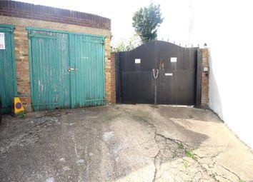 Peacock Street, Gravesend, Kent DA12. 2 bed flat