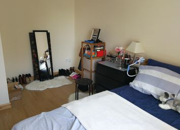 Thumbnail 2 bed flat to rent in Warren Crescent, Southampton