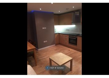 Room to rent in Hersham Close, London SW15