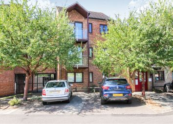 Thumbnail 2 bedroom flat for sale in 41 Fallowfield, Cambridge