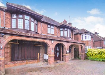 Thumbnail 4 bed detached house for sale in Halfway Avenue, Luton