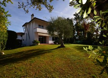 Thumbnail 4 bed villa for sale in Marina di Pietrasanta, Lucca, Tuscany, Italy
