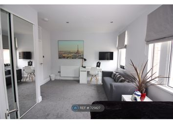 Room to rent in Hythe Road, Swindon SN1