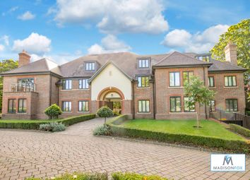 2 bed flat for sale in High Road, Chigwell IG7
