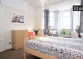 Thumbnail Room to rent in Fowey Avenue, Ilford