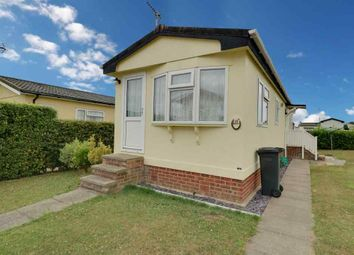 2 bed mobile/park home for sale in Horseshoe Lawns, Tower Park, Hullbridge, Hockley SS5
