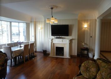 Thumbnail 3 bedroom flat to rent in Albion Gate, Albion Street, London