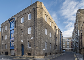 Thumbnail 3 bedroom flat for sale in Gullivers Wharf, Wapping