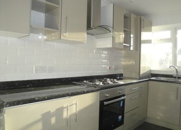 Thumbnail 3 bedroom flat to rent in Souith Street, Romford