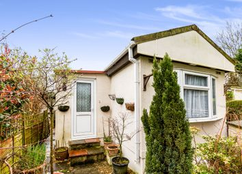 Thumbnail 1 bedroom mobile/park home for sale in Meadowside Park, Lingfield