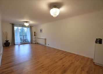 2 bed flat to rent in Verulam Court, Woolmead Avenue, Hendon NW9