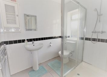 Thumbnail Room to rent in Felstead Avenue, Ilford