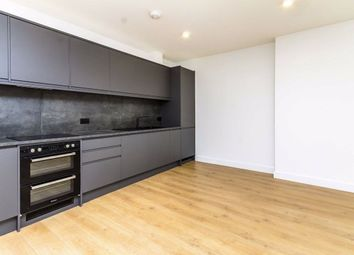 2 bed flat to rent in Broadway, London W13