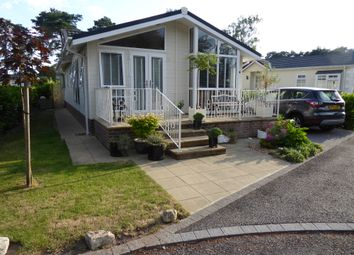 2 bed mobile/park home for sale in Monterey Close, Lone Pine Park, Ferndown, Dorset BH22