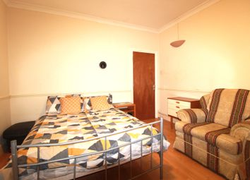 Thumbnail Room to rent in Rosslyn Crescent, Harrow