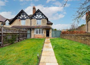 Woodstock Road, Witney, Oxfordshire OX28. 2 bed semi-detached house for sale