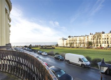 Brunswick Square, Hove, East Sussex BN3. 3 bed flat for sale