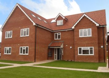 Thumbnail 2 bed flat to rent in Elm Road, Earley, Reading
