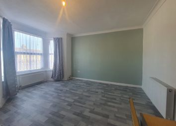 1 bed flat to rent in Elgin Road, Seven Kings, Essex IG3