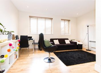 Thumbnail 2 bed flat to rent in Holly Street, Hackney, London