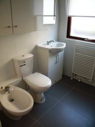 Thumbnail 2 bedroom flat to rent in Royal Court, Kings Road, Reading