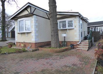 2 bed mobile/park home for sale in Main Avenue, Garston Park, Tilehurst, Reading, Berkshire, 4Ts RG31