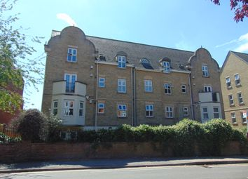2 bed flat to rent in Billing Road, Northampton NN1