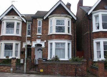 Thumbnail 2 bed flat to rent in Russell Avenue, Bedford